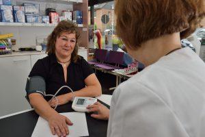 Blutdruckmessung in der Rosen-Apotheke